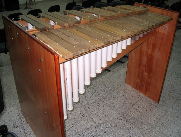Solid frame ends on marimba